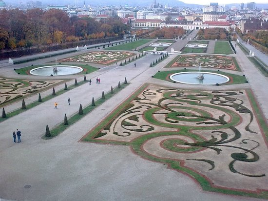 Belvedere Palace Museum : Formal gardens