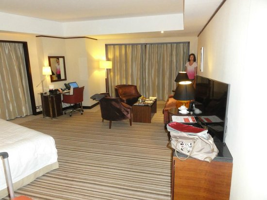 Grand Millennium Dubai: Our spacious room