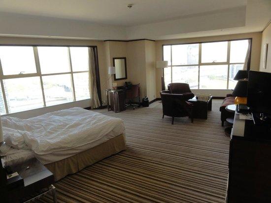 Grand Millennium Dubai : Our spacious room