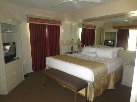 Mystic Dunes Resort & Golf Club: Master Suite opened to the Verandah