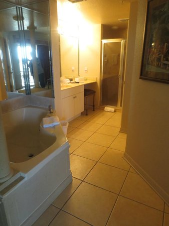 Mystic Dunes Resort & Golf Club: Master Bath
