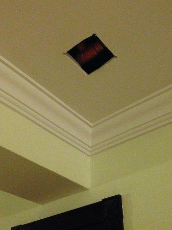 Hotel Riu Palace Aruba: Hueco en el techo - pasillo de edificio de habitaciones nuevas