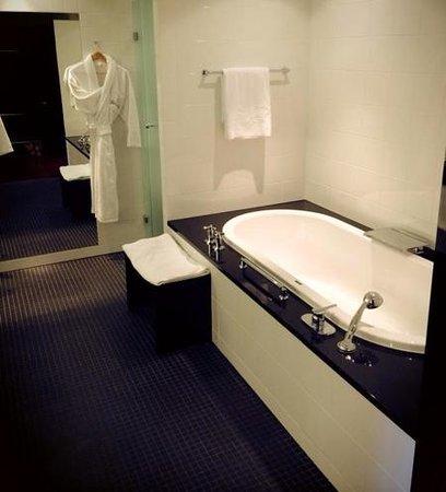 Victoria Jungfrau Grand Hotel & Spa: super sjeijke en schone badkamer
