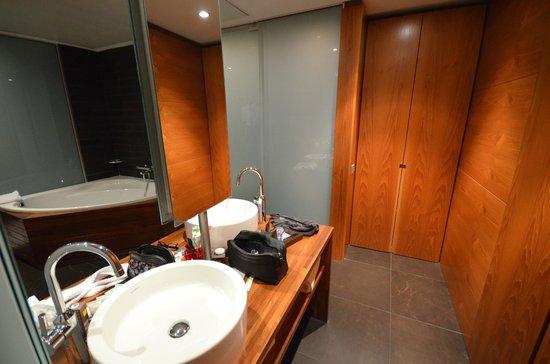 Pullman Barcelona Skipper: Bathroom (422)