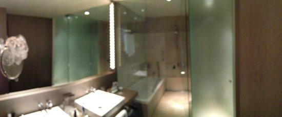 Parador de Alcalá de Henares: Shower room