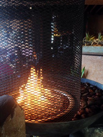 Moctezumas Mexican Restaurant & Tequila Bar : Lovely fireplace ambiance!