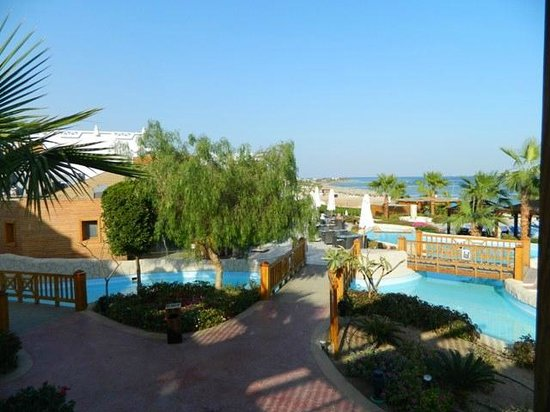 Melia Sharm Resort & Spa : Bridges between pools
