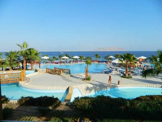 Melia Sharm Resort & Spa : Pool  with view to Island of Tiran