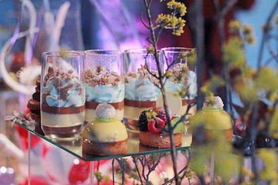 Seillans, France: buffets de desserts