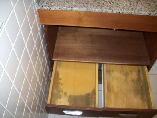 Adagio São Paulo Moema: Gavetas móvel banheiro