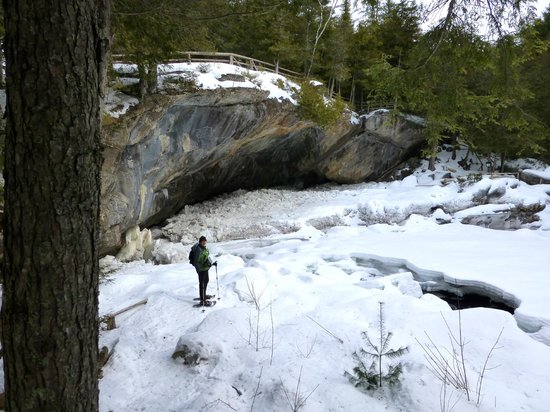 Natural Stone Bridge and Caves: Natural Stone Bridge In Frozen Winter Mode