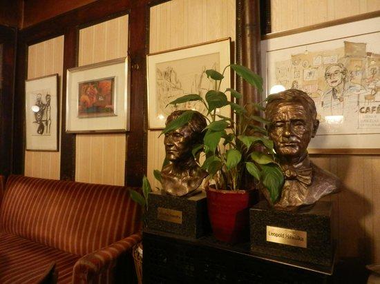 Cafe Hawelka: i busti dei due vecchi proprietari