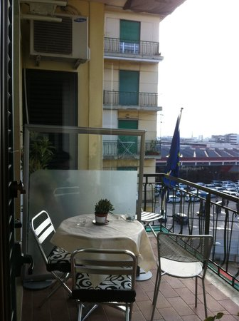 B&B International Garibaldi: Balcon de habitacion