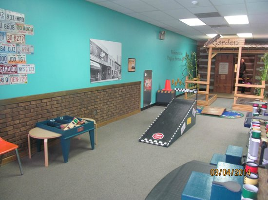 Virginia Discovery Museum: make cars & send down the ramp