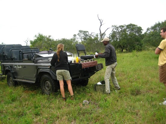 Lion Sands River Lodge : Morning coffee in the bush