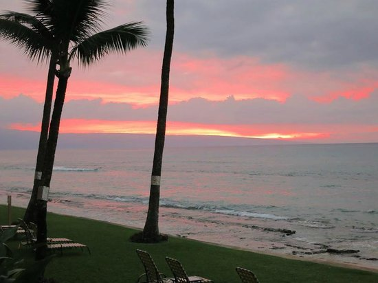 Paki Maui Resort: Sunset from our balcony