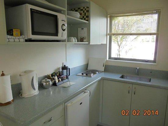ASURE Jasmine Court Motel: Kitchen