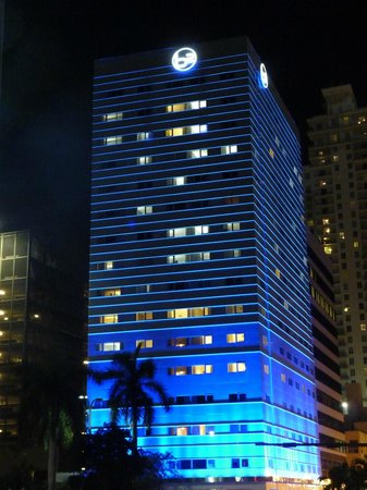 YVE Hotel Miami: le bâtiment de nuit