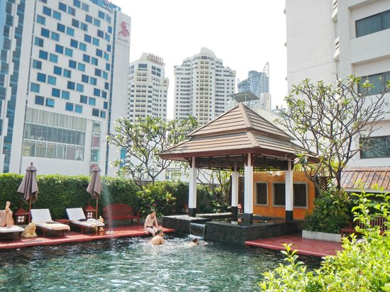 Centre Point Pratunam Hotel: Piscine
