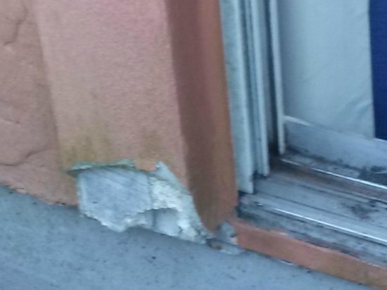 Sheraton Suites Cypress Creek Ft. Lauderdale : Balcony - in need of repair