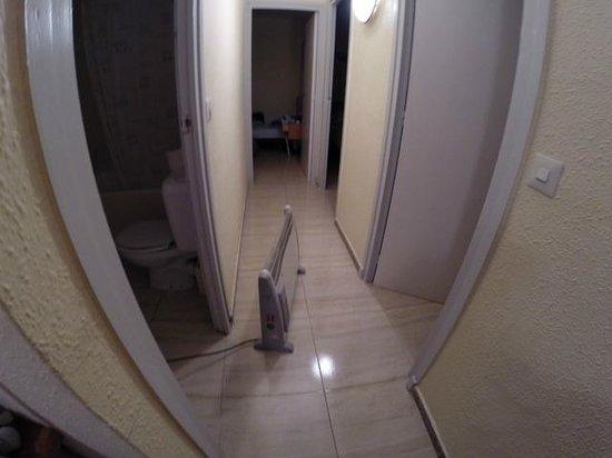 Apartamentos AR Borodin: Radiateur limite aux normes !