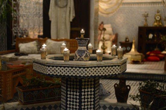 Riad Kettani : beautiful display in living area