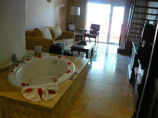 Grand Palladium Palace Resort, Spa & Casino: jaccuzi loft