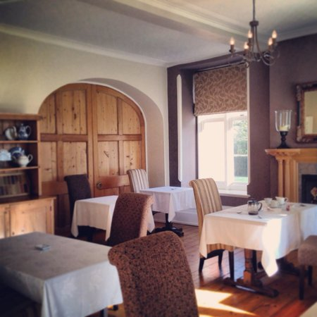 The Priory Hotel: Sunny restaurant