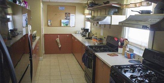White Mountains Hostel: Kitchen