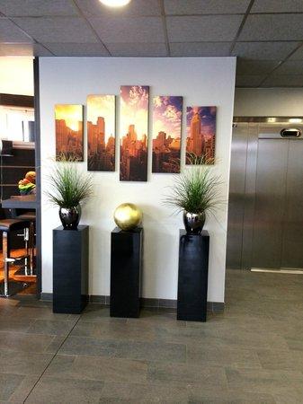 Appart'City Confort Lyon Cité Internationale : hall d'accueil