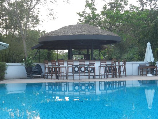 La Residence Hue Hotel & Spa: pool bar