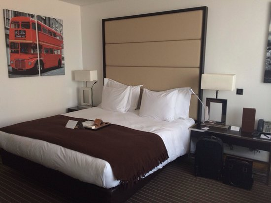 Pestana Chelsea Bridge Hotel & Spa London: Large and comfy bed