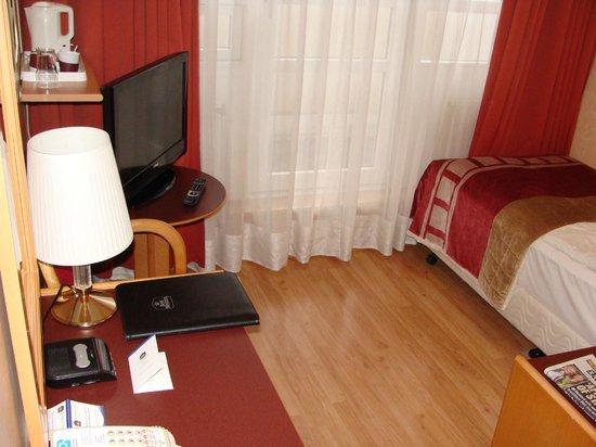 Fosshotel Raudara : My top floor single room