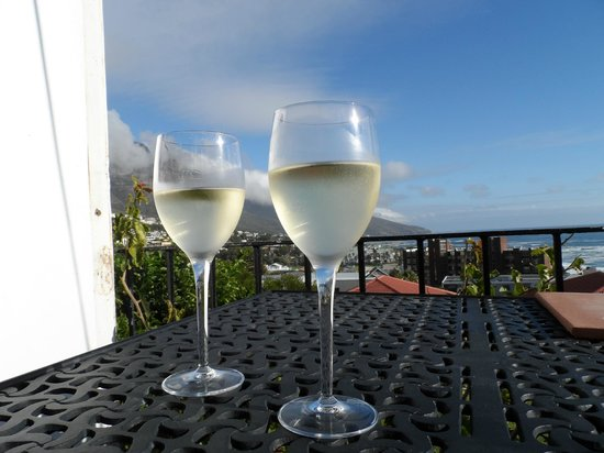 The Bay Atlantic Guest House: Enjoying our complimentary wine on the balcony