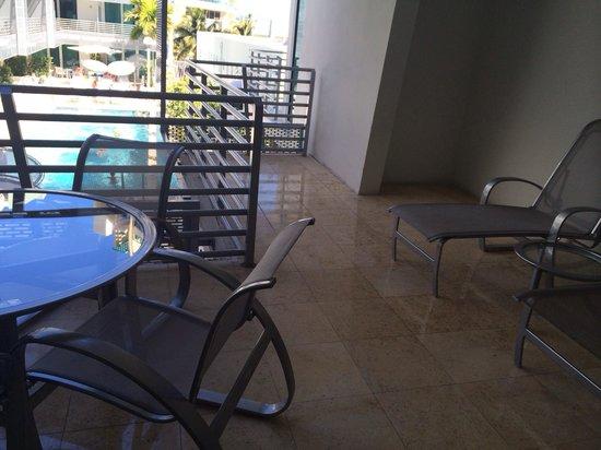 Z Ocean Hotel South Beach: Large corner balcony.