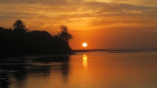 Yachats coastline: Sunset off of HWY 101