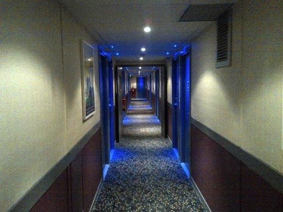 ibis Styles Blois Centre Gare: couloir chambre