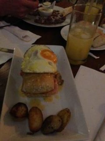 An egg covered sandwich at Sobremesa