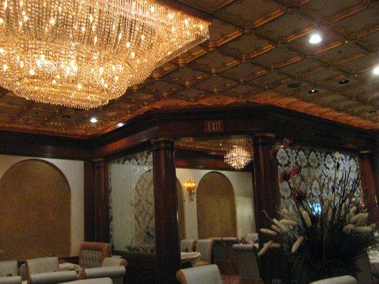 Royal India Bistro: Inside the restaurant