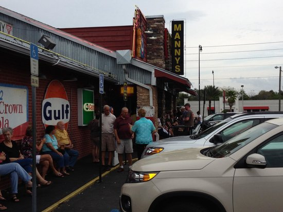 Manny's Original Chop House: People Willing To Wait 75 minutes