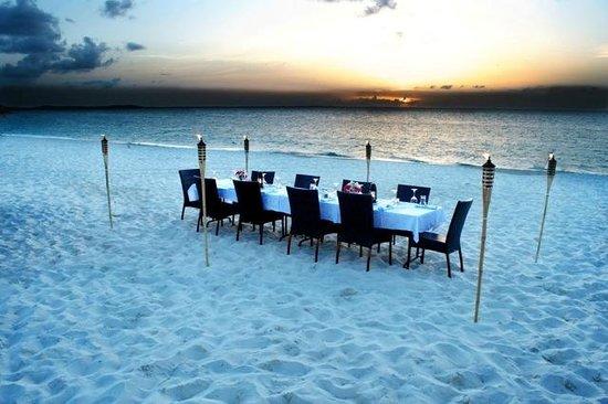 Hemingway's Restaurant : Beach Dinner
