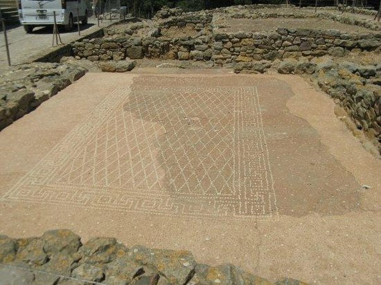 """Ruins of Empuries: This Mural Reads, """"To Recline Is Divine."""""""