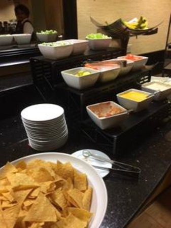 Crystal Gateway Marriott: Evening Consierge food - Nachos