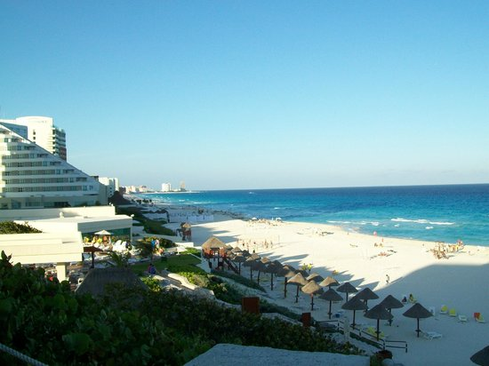 Park Royal Cancun : Beach from the upper pool