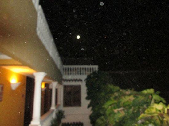 Casa La Fe - a Kali Hotel: Moon over Casa La Fe