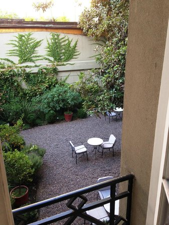 Le Rêve Boutique Hotel: The view from our room into the private garden area