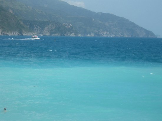 La Calata Ristorante : Vista panoramica :il  mare di Lerici' bandiera blu ' ( da anni )