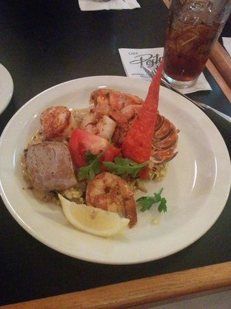 Cafe Pesto Hilo Bay: Colossal Shrimp and Pacific Lobster