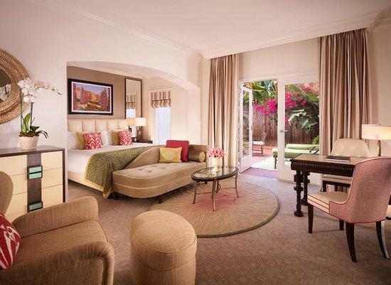 'Booking.com' from the web at 'https://media-cdn.tripadvisor.com/media/photo-s/05/7a/2a/9c/the-beverly-hills-hotel.jpg'