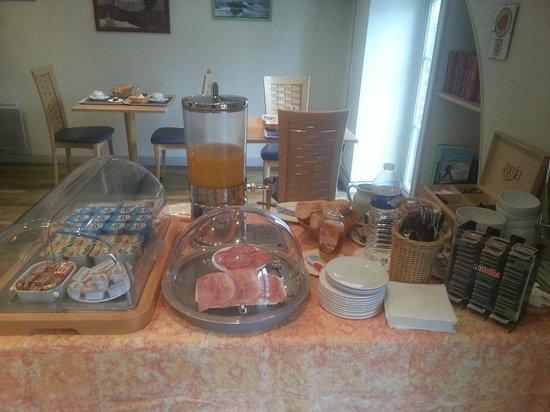 Hotel Le Bourbon : Le Buffet de Petit Déjeuner